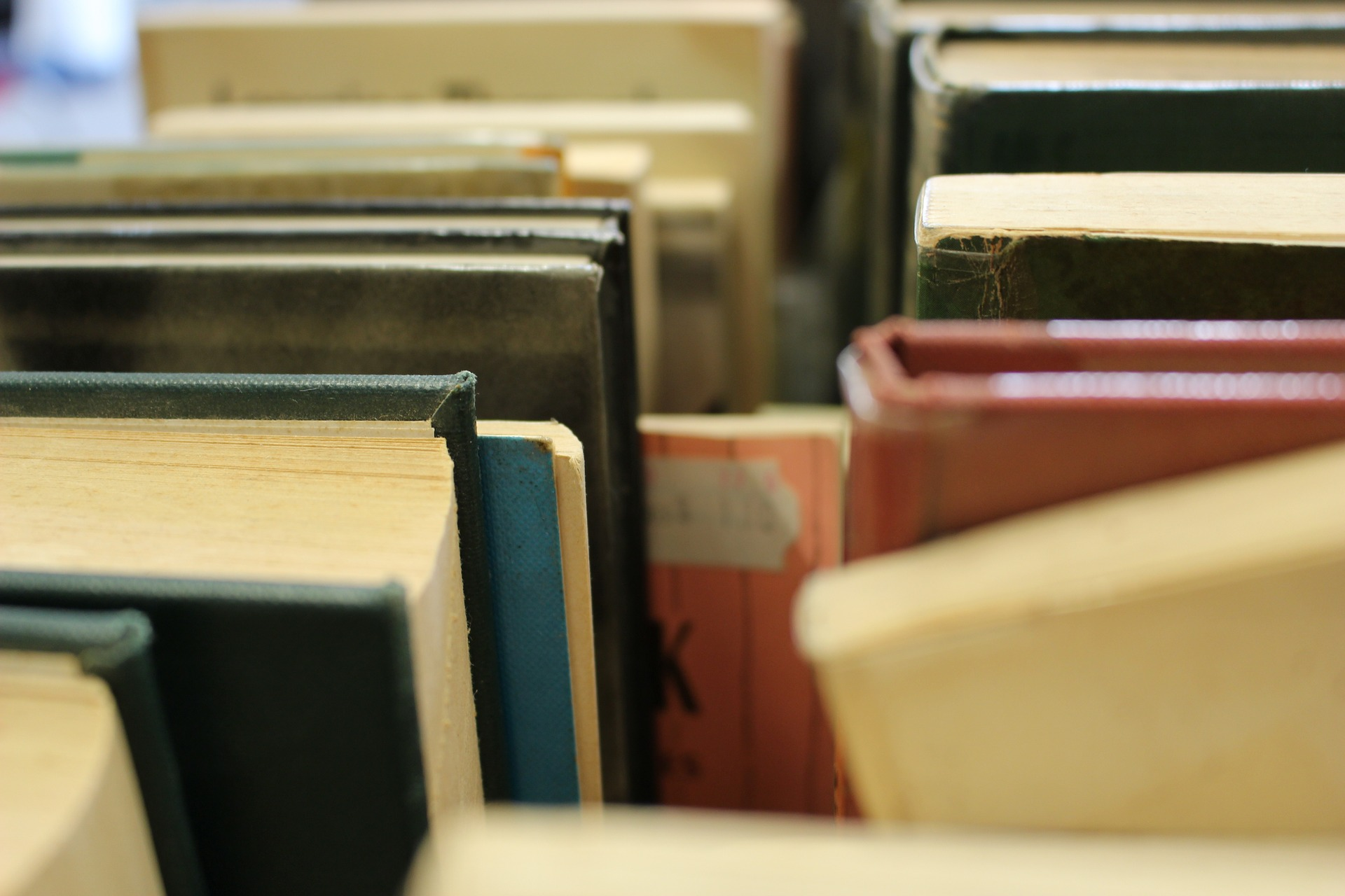 books-1517104_1920